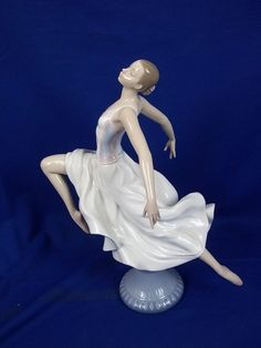 "Lladro "" Graceful Ballet "", No. Porcelain Ceramics, China Porcelain, Painted Porcelain, Hand Painted, Royal Doulton, Ballet Painting, Silver Furniture, Halloween Miniatures, Ceramic Animals"
