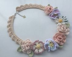 レース編み*薔薇園のネックレス~コーラルピンク