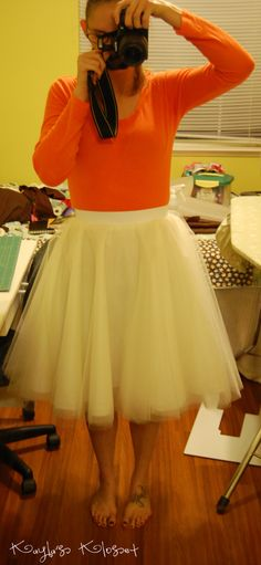 How to make a tulle skirt. I want one in navy blue