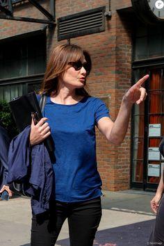 Exclusif - Carla Bruni-Sarkozy et son mari l'ancien Président Nicolas Sarkozy quittent un hôtel de New York le 14 juin 2017. Carla Bruni-Sarkozy a chanté la veille, le 13 juin 2017 des extraits de son nouvel album «French Touch» dans le club de jazz «Le Poisson rouge» dans le quartier de Greenwich. 14/06/2017 - New York