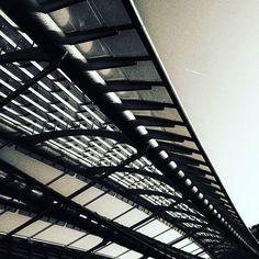 Canopée - Les halles. En balade froid mais un beau ciel. Alors on en profite pour quelques photos de cette architecture impressionnante même si elle n est pas du goût de tous. #paris #leshalles #france #blacknwhite #bnw  #bnw_of_our_world #architectural #city #building #cityscape #igersparis #igersfrance #noiretblanc #finearts #instalike #instagram #instagood #picoftheday #picofthenight #graphic #architecture