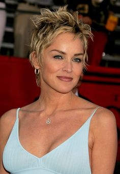 Sharon Stone Plastic Surgery Before and After - Celebrity Sizes Trendy Haircuts For Women, Short Hairstyles For Women, Short Haircuts, Funky Short Hair, Short Hair Styles, Sharon Stone Hairstyles, Sharon Stone Photos, Actrices Hollywood, Milla Jovovich