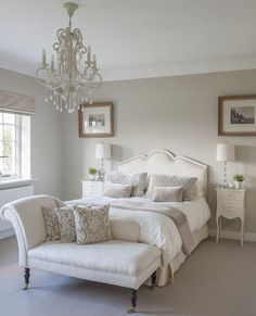 Small Master Bedroom Ideas for Couples Decor. The ideas presented in this article will be of great use while you are preparing to decorate a master bedroom, especially if you have a small master bedroom. White Bedroom Furniture, Home Decor Bedroom, Bedroom Interiors, Budget Bedroom, Bedroom 2018, Diy Bedroom, French Bedroom Decor, Design Bedroom, Bedroom Sets
