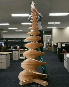 This Xmas tree remaining assembled - modern day - Wood Christmas Tree, Xmas Tree, Christmas Crafts, Christmas Decorations, Wood Projects, Woodworking Projects, Woodworking Plans, Rube Goldberg Machine, Cool Inventions