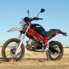 Ou presque. D'après ce que nous en avons compris, il s'agit de l'œuvre d'un préparateur sur base de Ducati Monster 695. Cette moto DUCATI ENDURO TERRAMOSTRO est aujourd'hui produite (de façon artisanale) et se voit proposer à la vente au prix de 11 000 euros, mais il faudra aller la chercher car cette Ducati enduro …