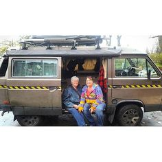 If you are a #vanagon fan you should check out @wild_bear_medicine  cool guy cool dog van named after his mom and grandma what more do you need.... #vancrush  #vanagonlife #vanlife #vanlifediaries