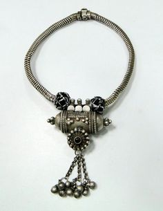 India | Vintage solid sterling silver pendant necklace.