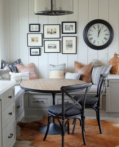Home Office , Top 50 Best Breakfast Nook Ideas - Kitchen Gathering Spots Kitchen Breakfast Nooks, Kitchen Nook, Kitchen Banquette Ideas, Small Breakfast Nooks, Kitchen Dining, Kitchen Ideas, Small Kitchen With Table, Farmhouse Dining Rooms, Breakfast Room Ideas