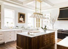 Greenwich, CT historic home renovation project featuring bold color. Luxury Interior Design, Interior Design Kitchen, American Kitchen Interior, American Kitchen Design, New Kitchen, Kitchen Decor, Kitchen Wood, Kitchen Ideas, Layout Design