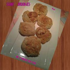 Dat zijn heerlijke broodjes voor 3PP per stuk, voor een ontbijt zijn ze heel lekker en rap klaar3PP per broodje Ingredienten : voor 7 stuks 200gr bloem 2 koffie lepels olie 1 zakje baking poeder of chemische gist 150 ml afgeroomde melk 30gr suiker Bereiding...