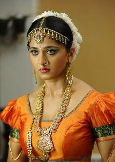 ` anushka shetty looking gorgeOus ` Beautiful Girl Indian, Most Beautiful Indian Actress, Beautiful Saree, Indian Actress Hot Pics, South Indian Actress, Indian Actresses, Beauty Full Girl, Beauty Women, Anushka Photos