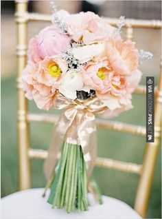 So cool! - peach and pink bouquet | CHECK OUT MORE IDEAS AT WEDDINGPINS.NET | #weddings #travel #travelthemes #weddingplanning #coolideas #events #forweddings #weddingplaces #romance #beauty #planners #weddingdestinations #travelthemedweddings #romanticplaces #eventplanners #weddingdress #weddingcake #brides #grooms #weddinginvitations