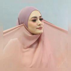 #hijabchamber #tesettur #tesettürlü #tülesarp #şal #hijabtutorial #tutorialhijab #moda #hijabers #hijab #tutorialhijabvideo #hijabstyle… Hijab Wear, Turban Hijab, Hijab Dress, Hijab Outfit, Square Hijab Tutorial, Turban Tutorial, Hijab Style Tutorial, Trendy Suits, Stylish Hijab