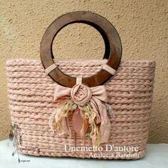 crochet bag borsa uncinetto bolsa croche Crochet Handbags, Crochet Purses, Hand Knit Bag, Diy Crochet Bag, Sacs Design, Macrame Bag, Vintage Bags, Knitted Bags, Handmade Bags