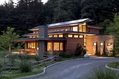 Imposing Zero Energy Family House in Oregon, USA: Skyline Residence