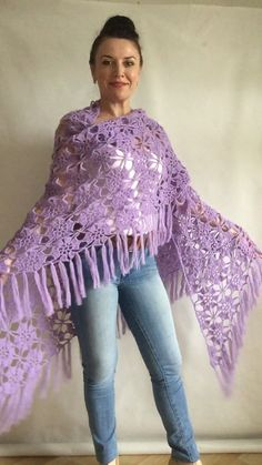 ✔ Fashion Design Videos For Beginners Poncho Crochet, Crochet Shawls And Wraps, Knitted Shawls, Crochet Scarves, Lace Knitting, Crochet Clothes, Crochet Lace, Crochet Stitches, Crochet Patterns