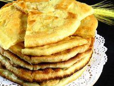 Turte cu cașcaval pe bază de iaurt la tigaie – se prepară rapid și au un gust extraordinar! Romanian Desserts, Romanian Food, Bread Recipes, New Recipes, Healthy Recipes, Tasty Dishes, Food Videos, Sandwiches, Good Food