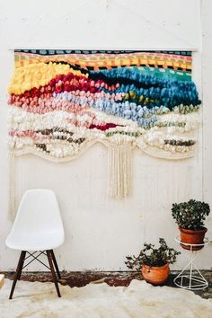 TREND SCOUT: The best of interior design trends for today 2019 incredible diy wall hanging The post TREND SCOUT: The best of interior design trends for today 2019 appeared first on Weaving ideas. Tapestry Weaving, Loom Weaving, Weaving Textiles, Weaving Art, Weaving Projects, Diy Projects, Diy And Crafts, Arts And Crafts, Woven Wall Hanging