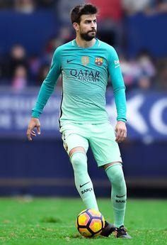Gerard Pique controls the ball during the La Liga match between CA Osasuna and FC Barcelona at Sadar stadium on December 10, 2016 in Pamplona.
