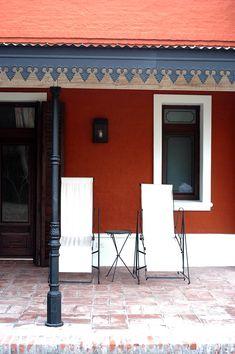 Estudio Clariá y Clariá Exterior Colonial, Estilo Colonial, Roof Trim, Common Area, Home Projects, Entrance, Pergola, Sweet Home, New Homes