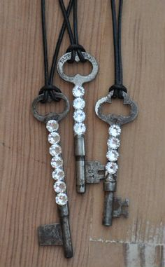 The key to your heart, key jewelry or thank you. Use old keys or new and add crystals. Destination wedding planning: www. Jewelry Crafts, Jewelry Art, Beaded Jewelry, Handmade Jewelry, Jewelry Design, Recycled Jewelry, Antique Keys, Vintage Keys, Vintage Jewelry