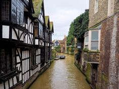 In the southeast of England lies the picturesque town of Canterbury in the district of Kent, a popular tourist attraction and one of the mo. Canterbury Tales, Travelogue, England, English
