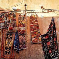 Maroccan street 🧡💛💚💙💜🖤💓 Tęsknię za tymi kolorami 💓🖤💜💙💚💛🧡❤️ . #maroccanstreet #moroccandesign #morocco🇲🇦 #moroccostyle #traditionmoroccostyle #dywany #carpets #maroccancarpets #moroccancarpet #moroccancarpets Moroccan Carpet, New Carpet, Coleslaw, Bohemian Rug, Gardening, Fit, Cabbage Salad, Garden, Coleslaw Salad