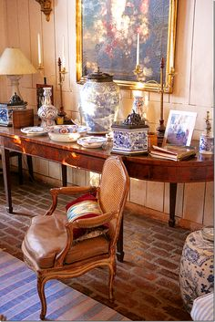 Throughout the estate are oversized oil paintings, along with plates and vases.