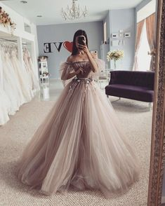 Inspiration for dresses 👉🏻 😍💗 . Gorgeous Prom Dresses, Cute Prom Dresses, Prom Outfits, Dream Wedding Dresses, Ball Dresses, Elegant Dresses, Pretty Dresses, Debut Dresses, Fantasy Gowns