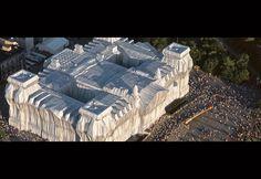 """Ist Deutschland ein Staat?Die Inschrift des Reichstagsgebäude wird auch interpretiert als: """"Dieses Parlament (seine Arbeit) ist für das deutsche Volk."""" Die Art wie die BRD aufgebaut bzw. organisie…"""
