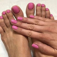 Did you know? Bio Sculpture lasts 3+ weeks on your nails and 6+ weeks on your toes! We LOVE this mani & pedi inspo via @attention2beauty #evo2gel #healthynails #biosculpture #biosculptureaus