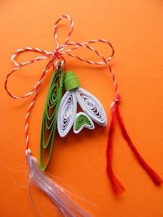 Paper Quilling Jewelry, Neli Quilling, Paper Quilling Designs, Quilling Flowers, Paper Flowers, Design Crafts, Decor Crafts, Diy And Crafts, Paper Crafts