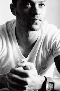 #JesseWilliams is one #sexy piece of man.. I fear I'm drooling..