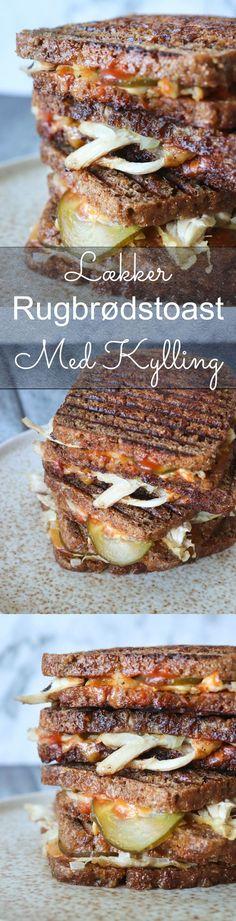 Rugbrødstoast med kylling, ost og andet lækkert - Virkelig lækker og nem rugbrødstoast! Jeg elsker en god toast, når det skal være nemt på travle dage. Jeg blev inspireret af cheeseburgere til disse, selvom der ikke er meget cheeseburger over en rugbrødstoast med kylling. Disse er lavet med pulled kylling, sprødt skind, syltede agurker, cheddar og andet lækkert. #Toast #Kylling #Rugbrød Ost, Cheddar, Sandwiches, Dinners, Meals, Salad, Cheddar Cheese, Dinner Parties, Food Dinners