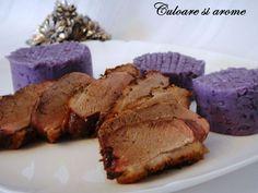 Ingrediente:–2 bucati piept de rata – sare  si piper dupa gust – 7-8 cartofi mov – 100 ml lapte – 30 g unt –+3+linguri+cu+smantana+Mod+de+preparare:+In+familia+mea+se+consuma+mult+carnea+de+rata.+Tot+timpul+am+provizii+in+congelator.+Daca+vreau+… Healthy Food, Healthy Recipes, Carne, Steak, Food And Drink, Healthy Foods, Healthy Eating Recipes, Steaks, Healthy Eating