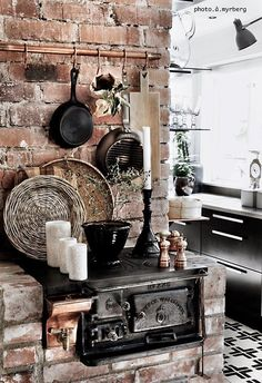 Rever Pewter Benjamin Moore is utterly important for your home. Whether you choose the Top Of Cabinets Decor Kitchen or Kitchen Color Ideas For Walls, you will make the best Kitchen Decor Ideas Apartment for your own life. Cupcake Kitchen Decor, Farm Kitchen Decor, Old Kitchen, Rustic Kitchen, Interior Design Kitchen, Interior And Exterior, Interior Blogs, Alter Herd, Old Stove