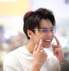 E Frame, Cute Gay Couples, Asian Boys, Boyfriend Material, A Good Man, Cute Boys, Haikyuu, Actors & Actresses, Beautiful Men