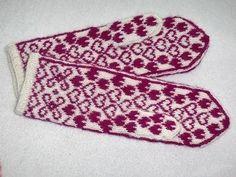 Ravelry: Fairy in love mittens pattern by Marja Viitaniemi Mittens Pattern, Knit Mittens, Mitten Gloves, Wrist Warmers, Fair Isle Knitting, Ravelry, Free Pattern, Fairy, Blanket