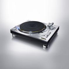 Panasonic annonce le retour en 2016, de la plus populaire des platines vinyle, la Technics SL-1200, dans deux éditions 50e anniversaire.