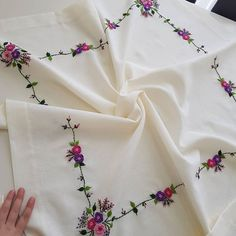 Hand Embroidery Dress, Hand Embroidery Videos, Embroidery Stitches Tutorial, Floral Embroidery, Embroidery Patterns, Baby Pillows, Sewing Hacks, Knitting, Suit