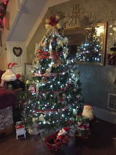 This my Christmas Tree 2015 the decoration are red and gold i love it the buttom are my sleigh my house smell Christmas Happy Holidays