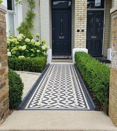 Front Garden Ideas Driveway, Front Path, Garden Front Of House, Driveway Design, Garden Entrance, Front Yard Landscaping, House Front, House Entrance, Victorian Front Garden