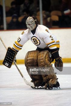 goalie-gerry-cheevers-of-the-boston-bruins-warms-up-before-an-nhl-picture-id114927441 (411×612) Boston Bruins Goalies, Boston Bruins Logo, Boston Sports, Boston Red Sox, Hockey Goalie, Ice Hockey, Hockey Pictures, Bobby Orr, Goalie Mask
