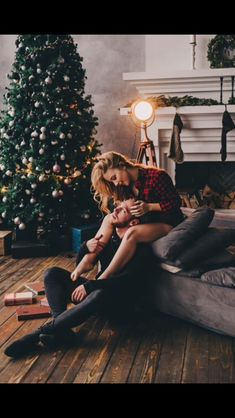 Family Christmas Pictures, Christmas Couple, Holiday Pictures, Romantic Photos, Romantic Couples, Relationship Goals Pictures, Christmas Photography, Cute Couples Goals, Couple Shoot