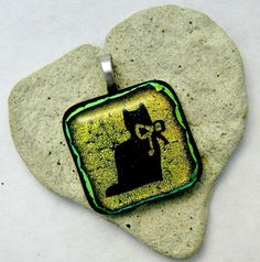 Hey, I found this really awesome Etsy listing at https://www.etsy.com/listing/28325874/kitty-cat-fused-dichroic-glass-pendant