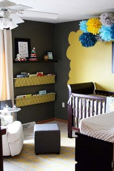 Love everything about this nursery, especially the book shelf.