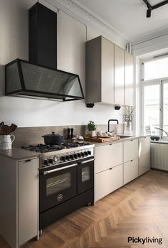 Kitchen Board, Kitchen Dining, Kitchen Decor, Kitchen Interior, Home Interior Design, Ikea Kitchen Inspiration, Minimal Kitchen Design, Beige Kitchen, Compact Living