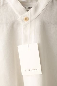 Wide drop sleeve shirt detail