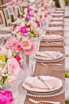 View high quality Impressive Bridal Shower Table Decoration Ideas Pink Wedding Table Setting suggestions in few graphics from Kelly Lopez, interior d. Summer Wedding, Dream Wedding, Wedding Day, Trendy Wedding, Elegant Wedding, Wedding Photos, Table Wedding, Wedding Lunch, Ivory Wedding