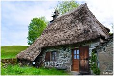 Cantal France Cute Cottage, French Cottage, Small House Living, Fairytale Cottage, Medieval Houses, Thatched Roof, Small Buildings, Village Houses, Cabins And Cottages